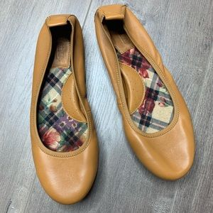 BORN   Tan Leather Ballet Driving Flat LIKE NEW
